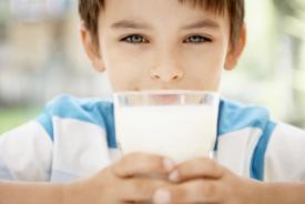 Δίνετε ολόπαχο ή άπαχο γάλα στο παιδί σας;