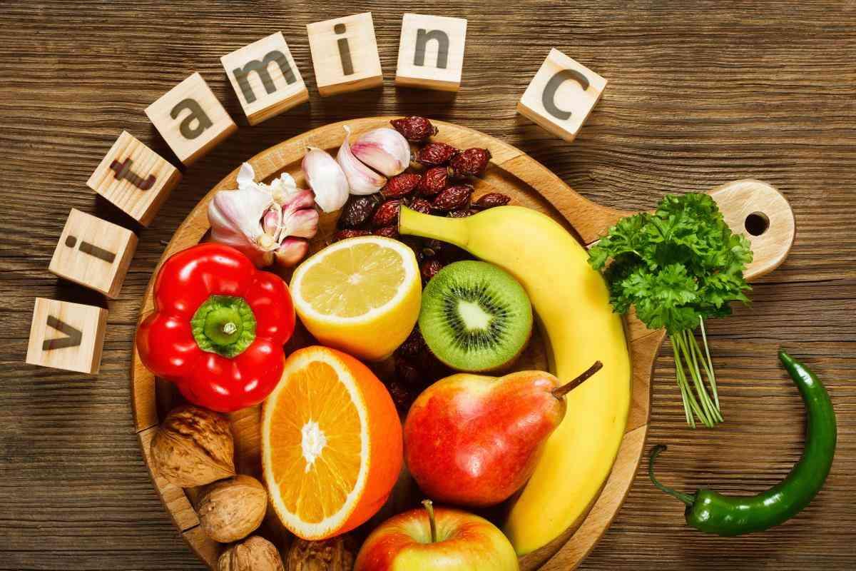 Βιταμίνη C: Έχει μόνο το όνομα ή και τη χάρη να σας προστατεύσει από το κρυολόγημα;