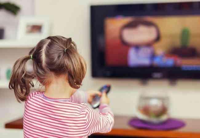 Αποτέλεσμα εικόνας για παιδια μπροστα στην τηλεοραση