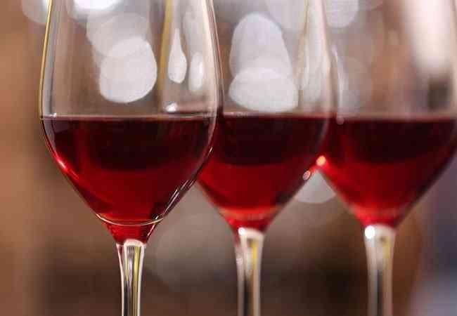 Κόκκινο κρασί: Πως βοηθάει το αδυνάτισμα