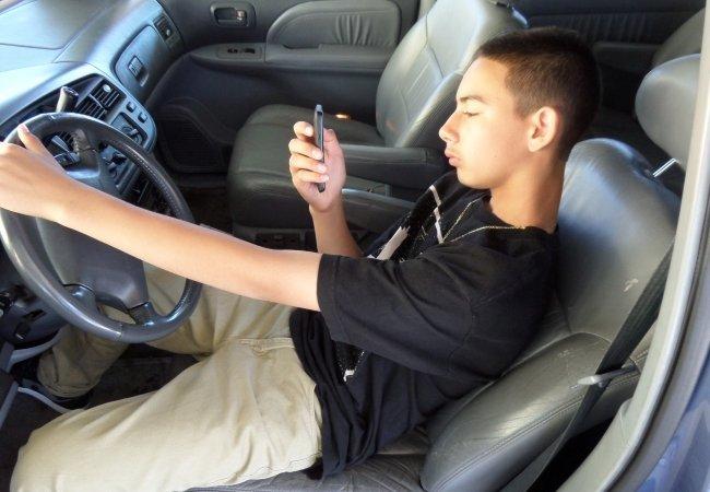 Έφηβοι σεξ σε ένα αυτοκίνητο