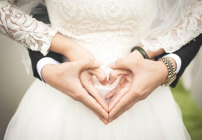 Πόσο καιρό μετά το ραντεβού θα πρέπει να παντρευτείτε Cara ajak dating