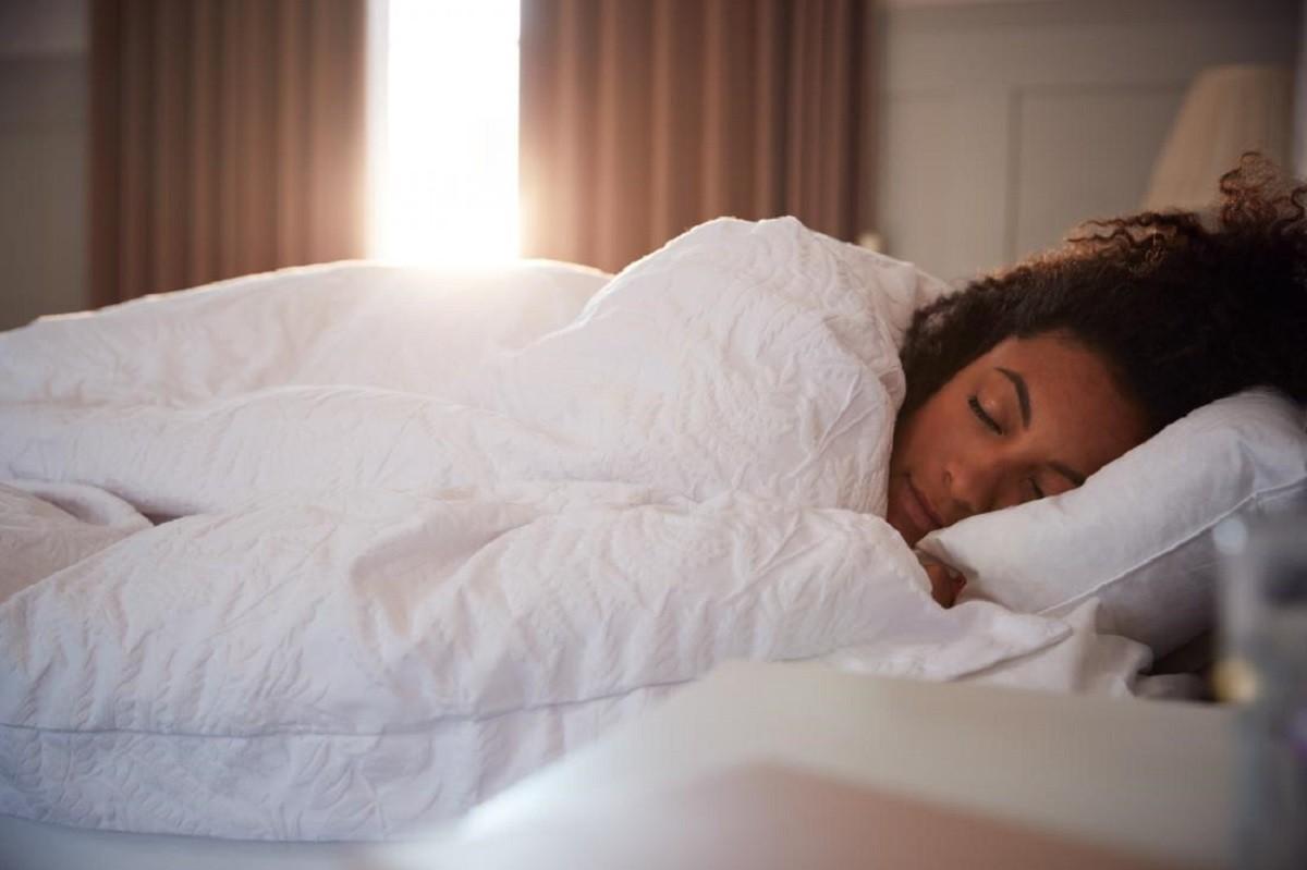 Ύπνος: Τα οφέλη του το μεσημέρι ανάλογα με τη διάρκειά του