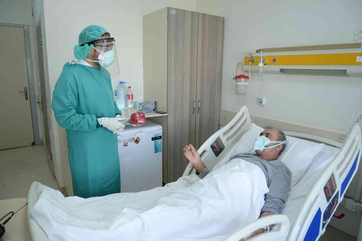 ασθενής που τον έχει μολύνει ο κορωνοϊός στο νοσοκομείο