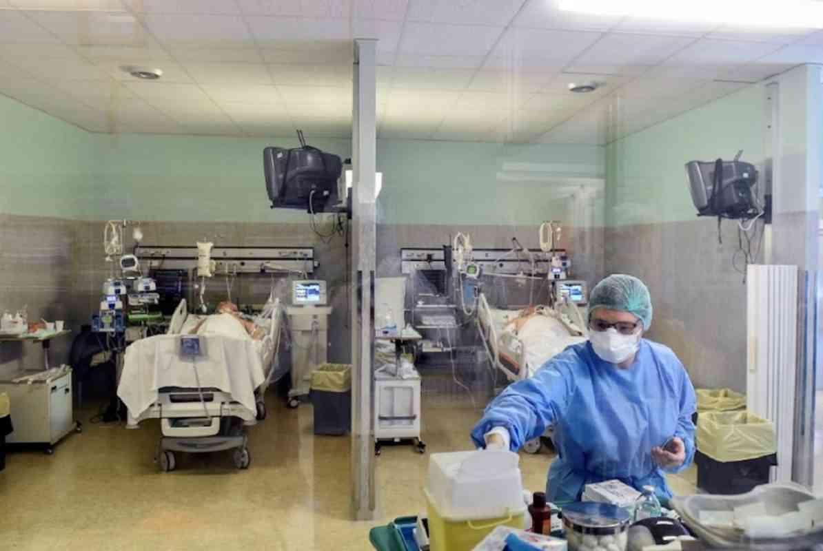 θάλαμος με ασθενείς που τους έχει μολύνει ο κορωνοϊός