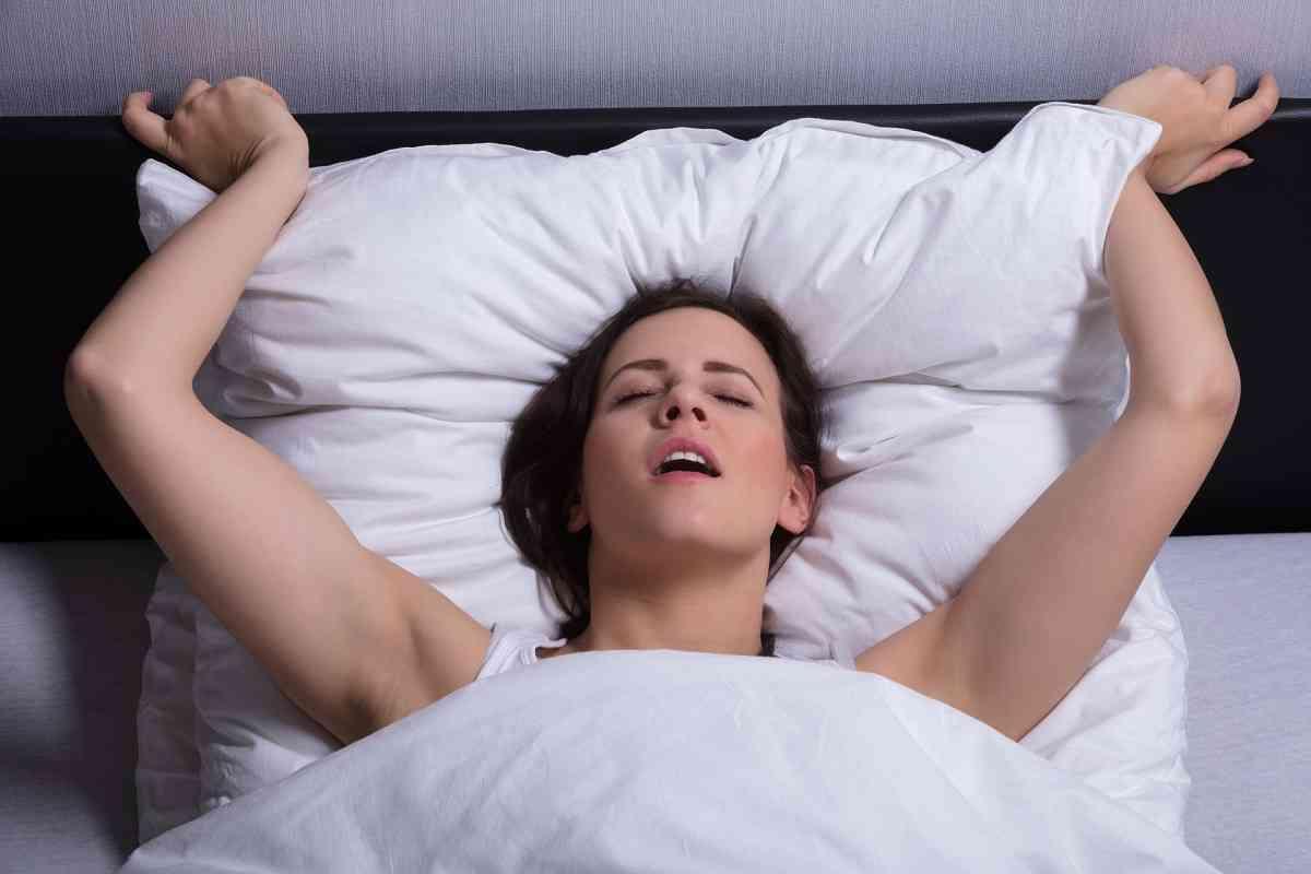 γυναίκα έχει οργασμό κατά την διάρκεια του σεξ