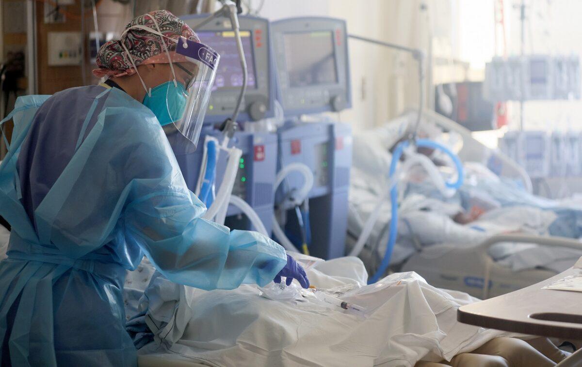 δωμάτιο σε νοσοκομείο με ασθενείς που τους έχει χτυπήσει ο κορωνοϊός