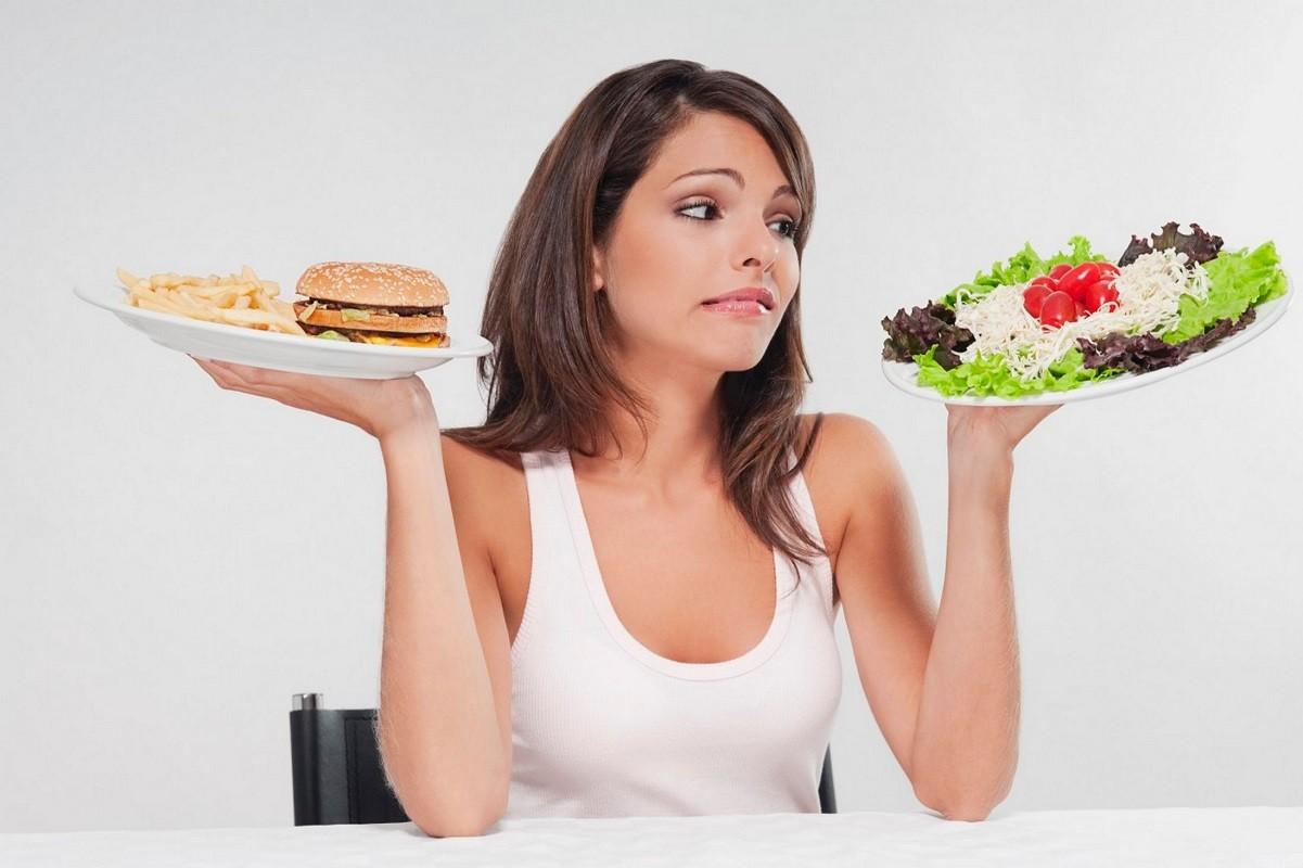 γυναίκα που κάνει δίαιτα και προσέχει την διατροφή της