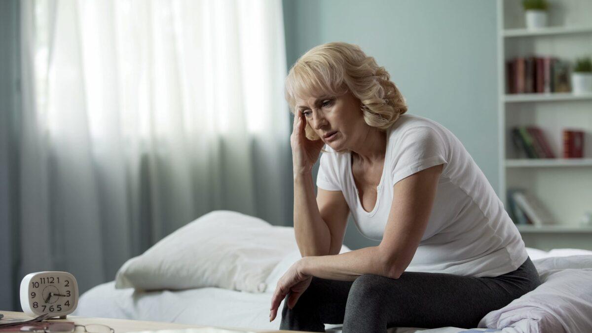 γυναίκα σε εμμηνόπαυση με μειωμένα οιστρογόνα